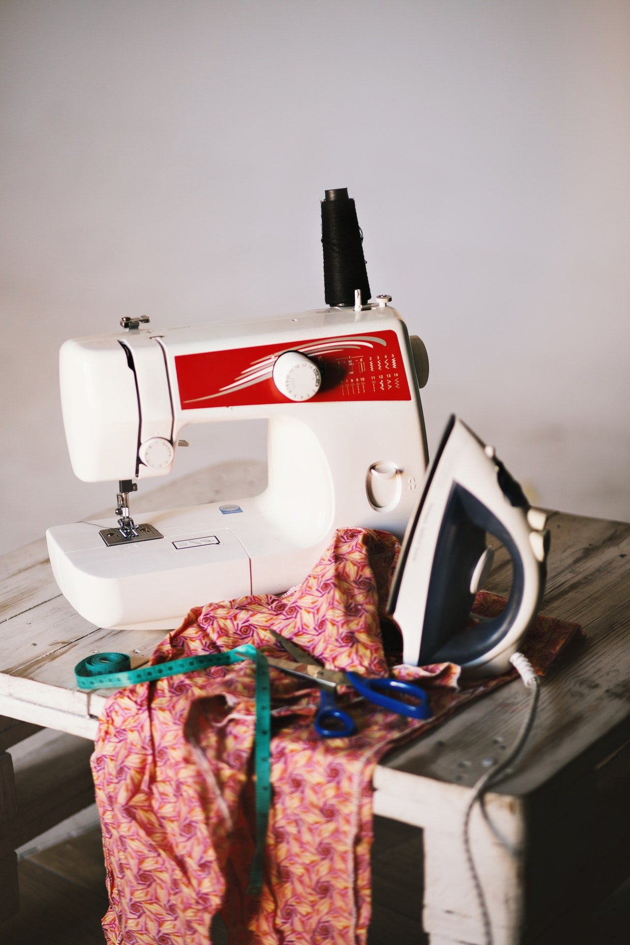 Sewing machine oil substitute: what can and can't you use?
